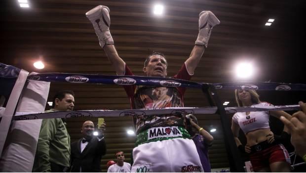 VIDEO: Julio César Chávez imparte cátedra en su retorno al ring… se lució el campeón