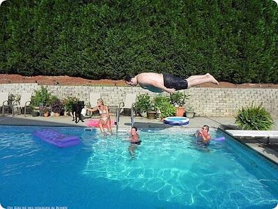 Lustige Bilder dicker Mann springt in den Pool Spaßbilder Sommer