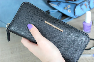 Clothes & Dreams: What's in my bag?: Bershka wallet