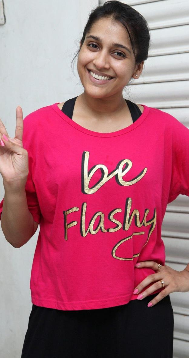 Telugu TV Anchor Rashmi Gautam Real Face Without Make Up Photos