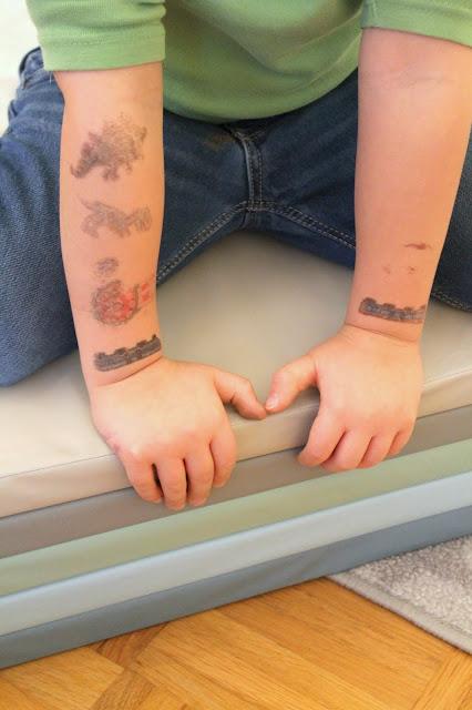 Kinder Tattoos Dinos Schwebebahn Uhr Djeco Jules kleines Freudenhaus