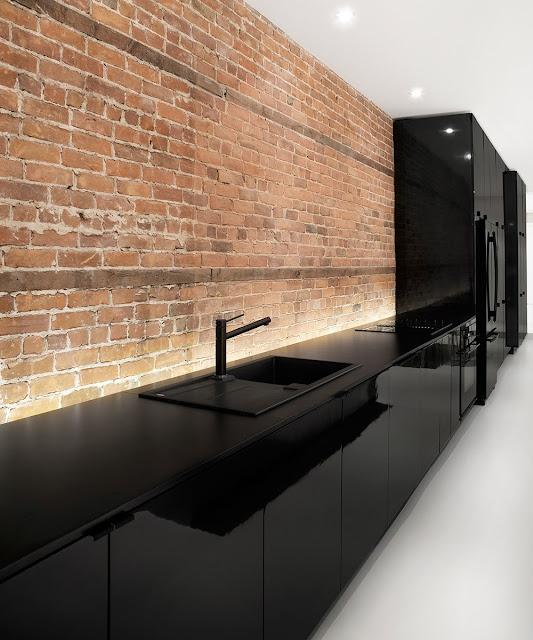 Una cocina negra y blanca como elemento central cocinas - Cocinas negras y blancas ...