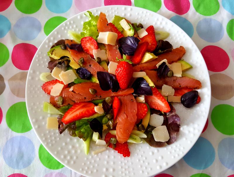 La cuisine claudine carpaccio de saumon et de fraises en salade - Quand repiquer les salades ...
