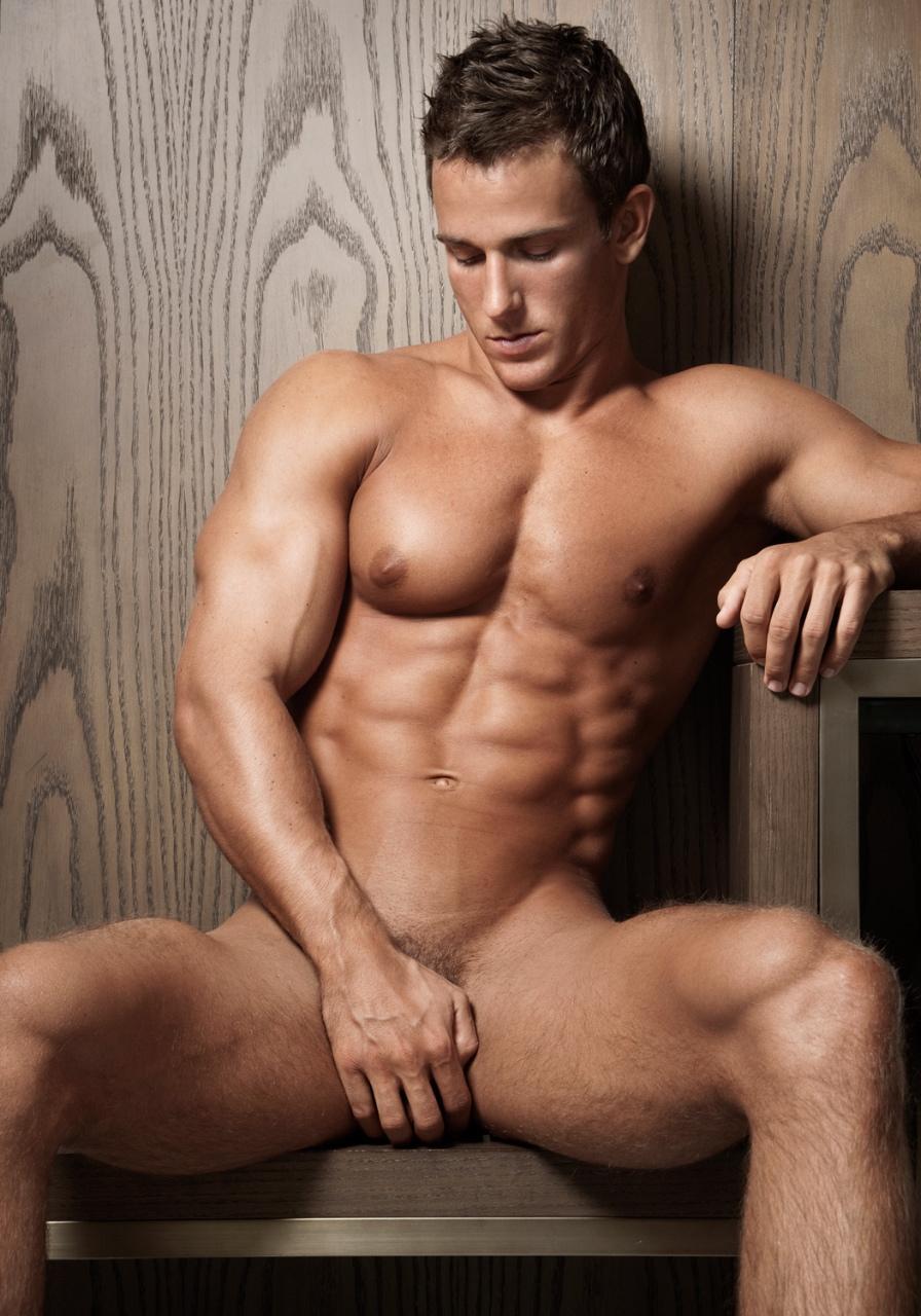 когда голый мускулистый парень этого, меня еще