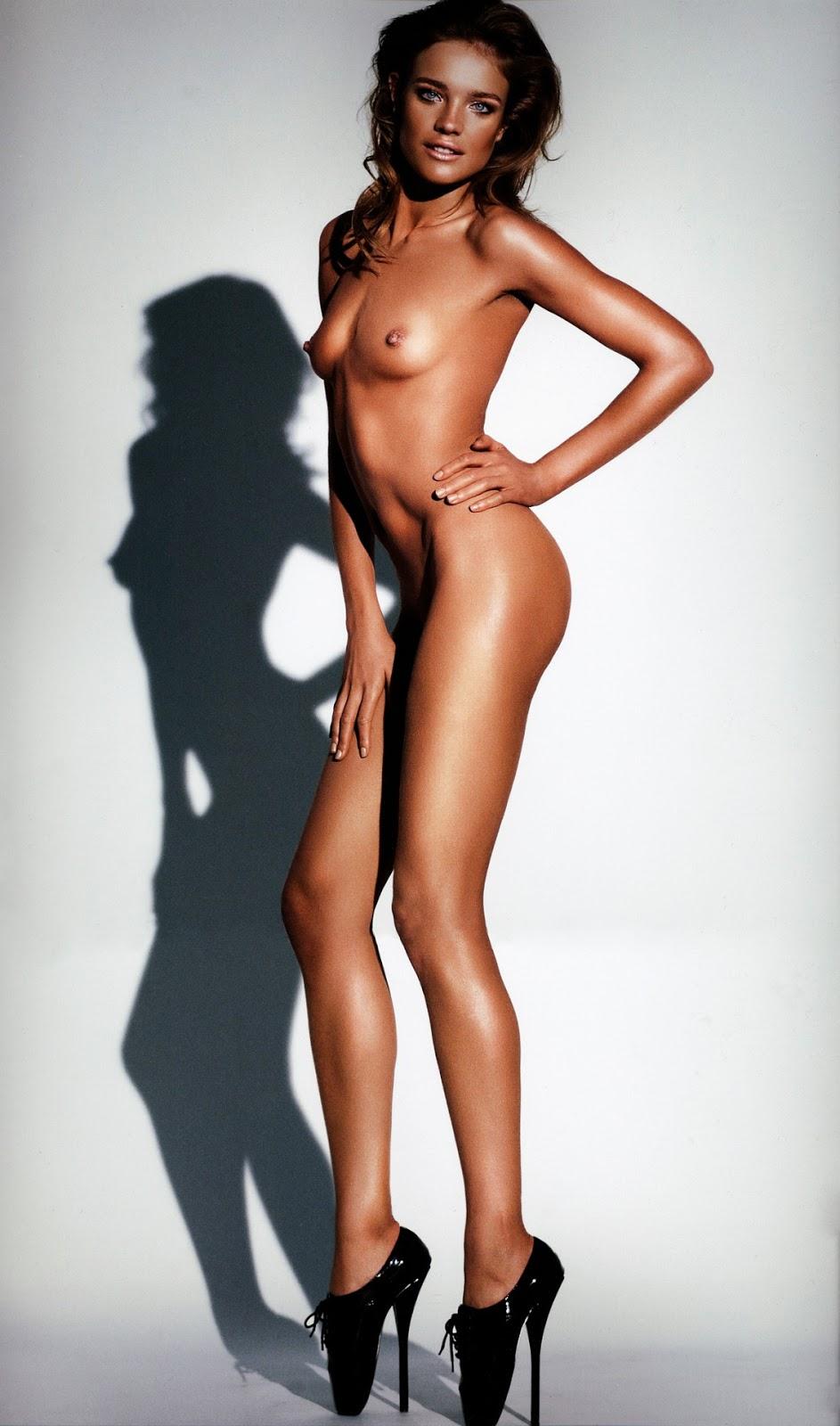 hot nude women posing