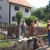 U toku asfaltiranje i uređenje puteva u više naselja općine Lukavac  / prilog RTV Lukavac