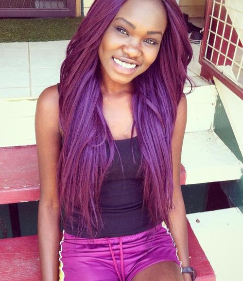 Color violeta para el cabello en morenas