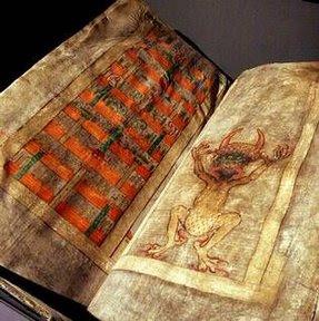 """Investigan la """"Biblia del Diablo"""""""