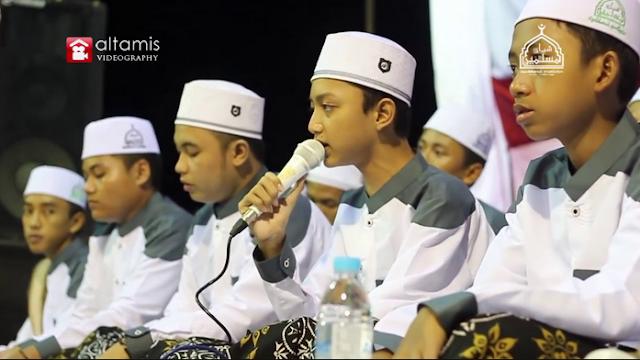 "Lirik Teks Sholawat ""Istriku Engkau Ratu Di Hatiku"" - Syubbanul Muslimin Vocal Gus Azmi"