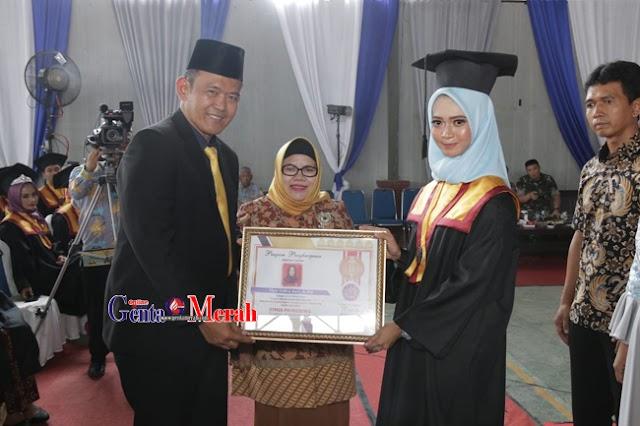 352 Mahasiswa STMIK-STIT) Pringsewu Diwisuda