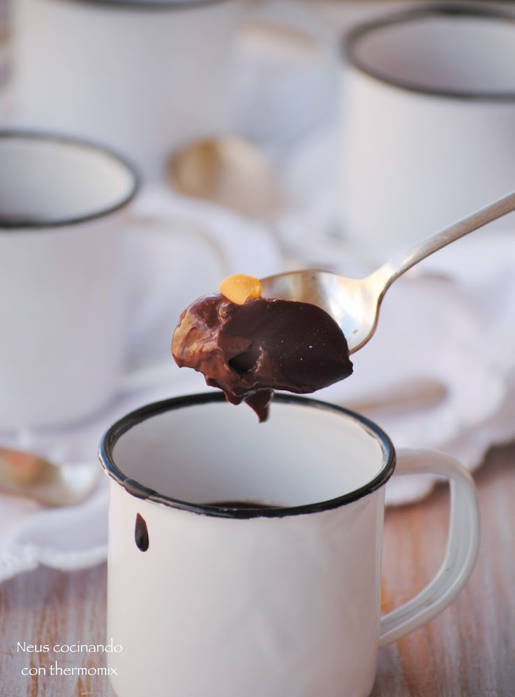 Neus cocinando con thermomix natillas de chocolate sin for Cocinando 1000 huevos