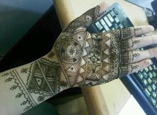 cara membuat henna agar tahan lama,cara membuat henna sendiri,henna warna warni,jual henna tangan,cara memakai henna rambut,cara membuat henna cone sendiri,henna pengantin,