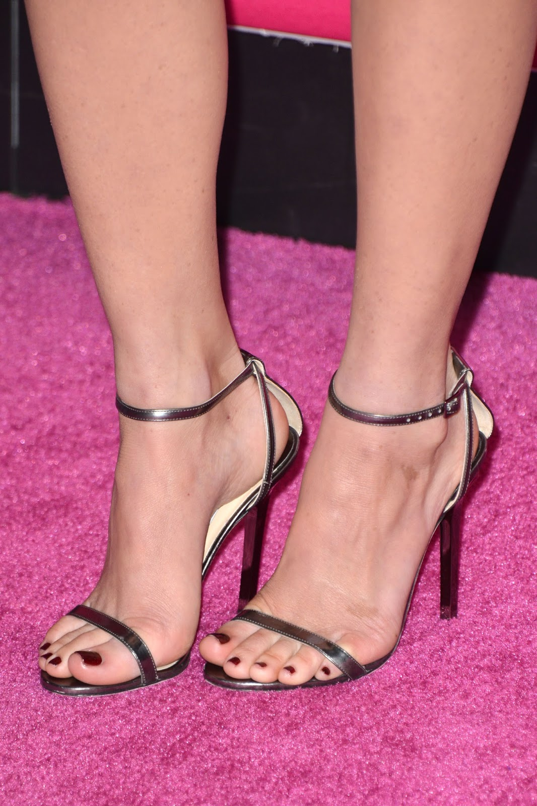 Olivia munn feet naked (24 image)