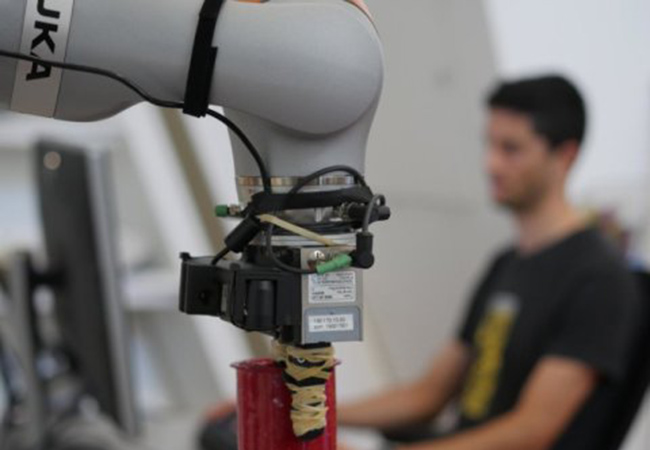 Penelitian Robots Inspect Objects to Specific tasks Without Ever Having Seen Them Before