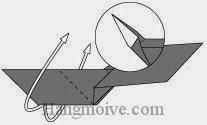 Bước 9: Gấp lật ngược mặt giấy lên trên.