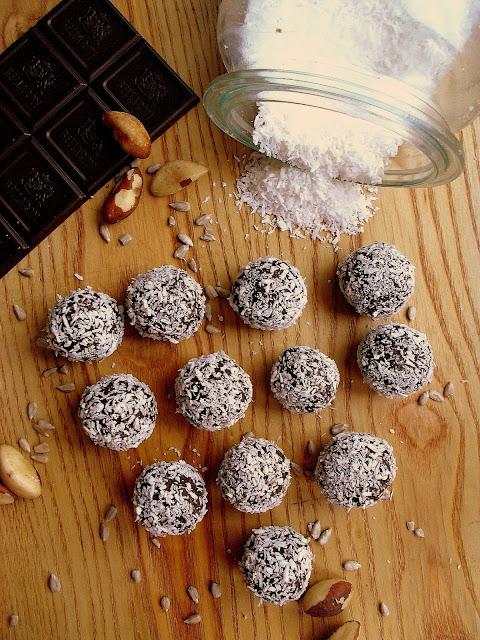 Zdrowe trufle z kakao, daktylami i kokosem / Chocolate Coconut Date Balls
