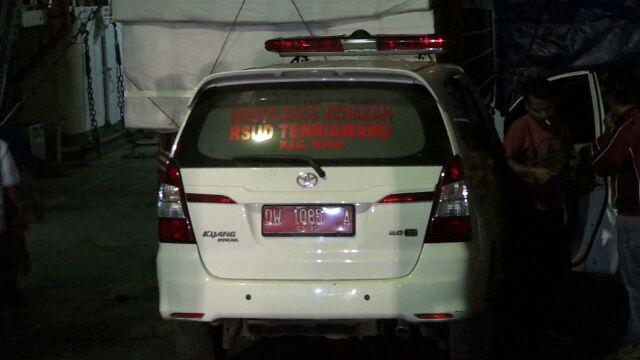 Mobil Ambulans Bawa Jenazah Ikut Bareng Pemudik ke Kolaka