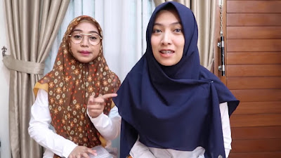 Tutorial Hijab Simple ala Ria Ricis