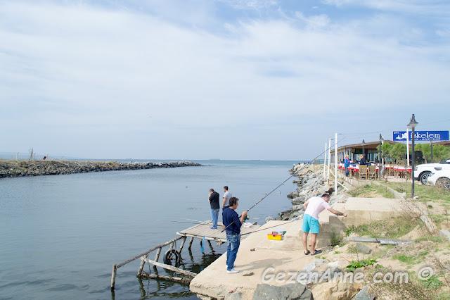 Riva nehrinde balık tutanlar, İstanbul
