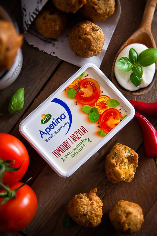 Pomidory i bazylia - czyli wytrawne pączuszki z serkiem Arla Apetina