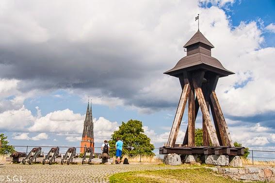 Gunilla en el castillo de Uppsala. Visitando Suecia: un dia en Uppsala