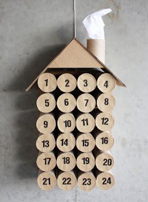Calendario de adviento con rollos de papel para romper