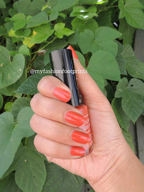 I pretty like such spring nail colors like the one I am reviewing here. This one is called long shot by Revlon colorstay gel envy.