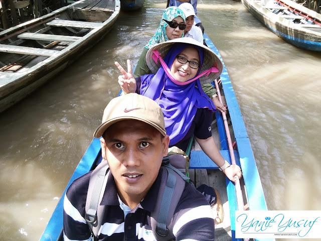 Vietnam,Bersampan Menyusuri Sungai Pokok Nipah