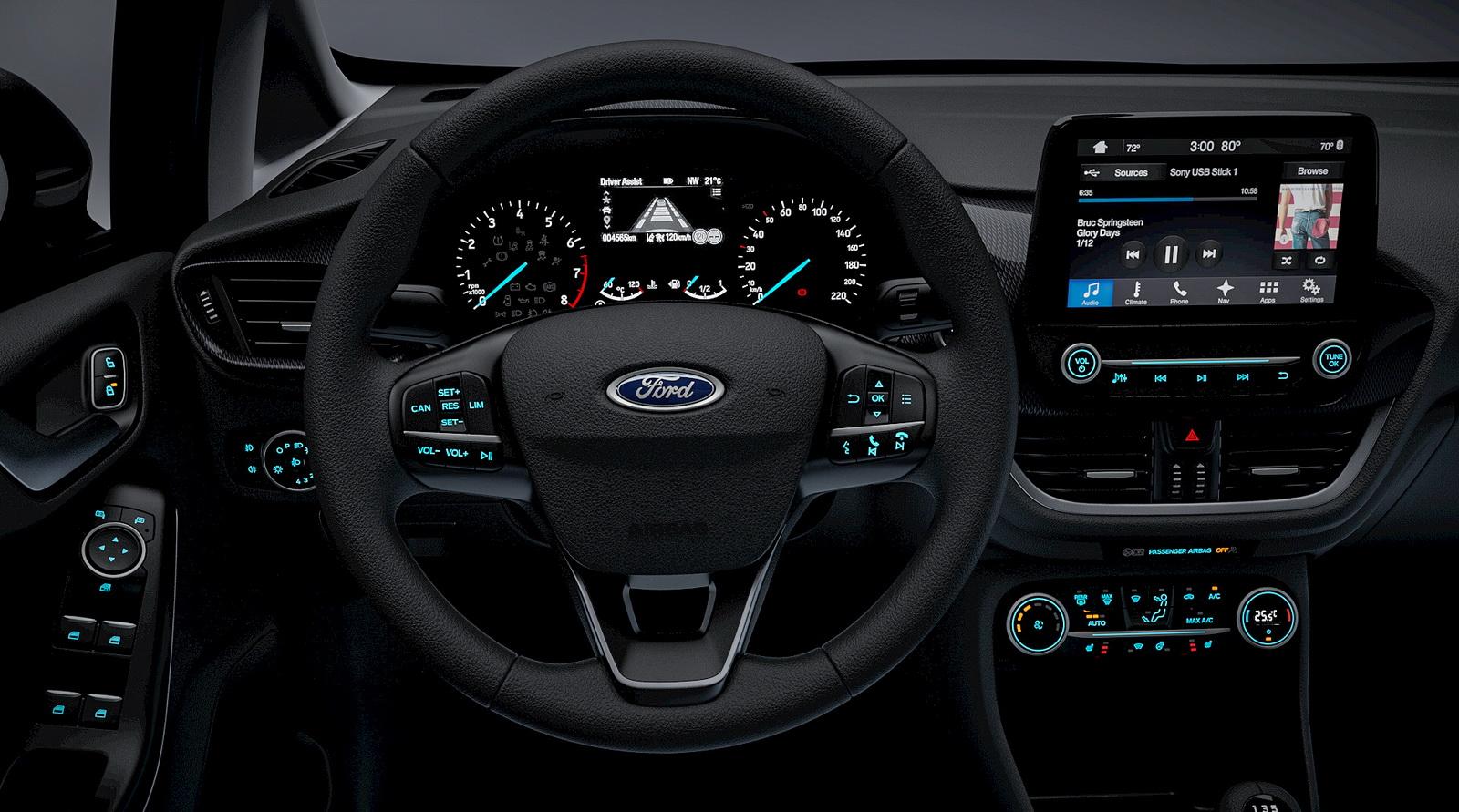 Салон Ford Fiesta 2018