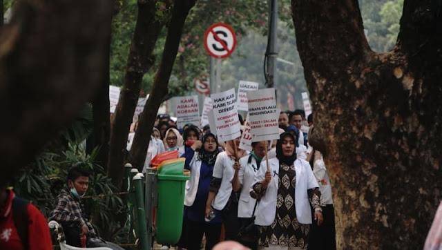 Tak Diterima Jokowi, Sejumlah Dokter Muda Akan Demo di Istana Bogor