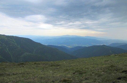 Widok na Rudawy Weporskie (słow. Veporské vrchy).