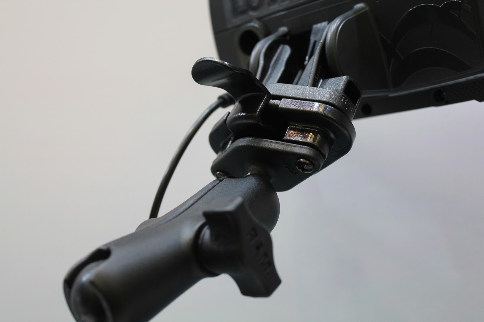 What is the difference between Lowrance Hook and Hook2? - Fiskesnack