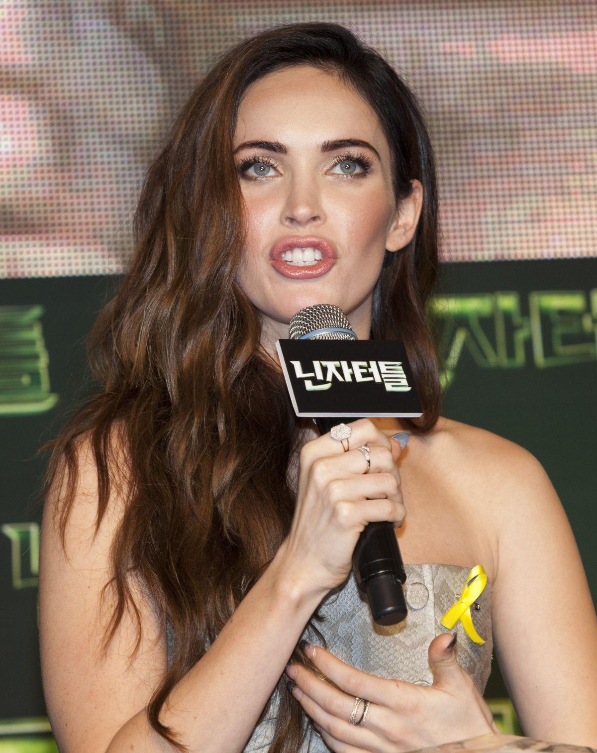 HQ Photos of Megan Fox at Teenage Mutant Ninja Turtles Seoul Premiere