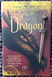 Portada del libro El vuelo del dragón, de Anne McCaffrey