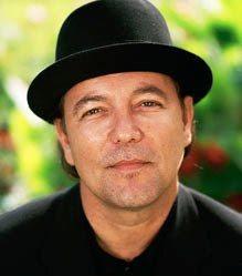Foto de Rubén Blades con sombrero negro
