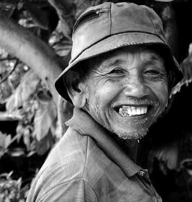 kakek senyum