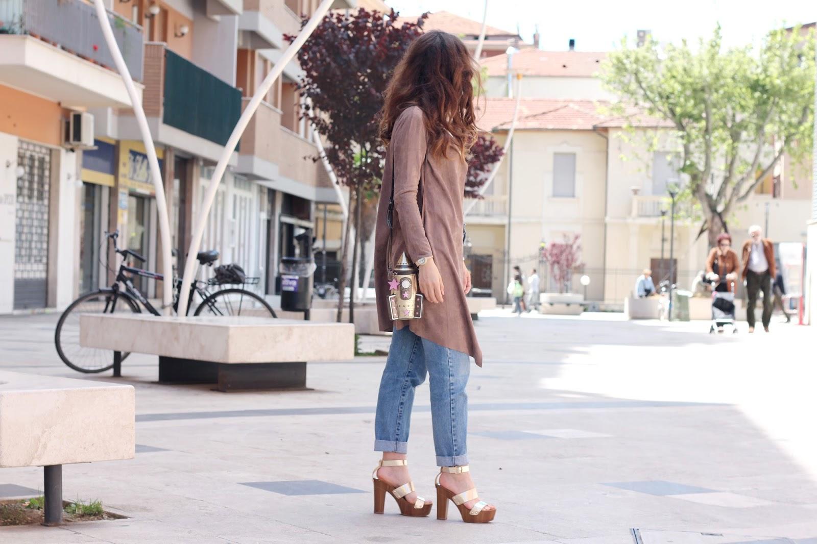 fashion style blogger outfit ootd italian girl italy trend vogue glamour pescara collana necklace bijou brigitte bijoux gioielli suede cardigan goa goa amiclubwear gold sandal sandali oro accessorize space bag borsa spazio navicella spaziale