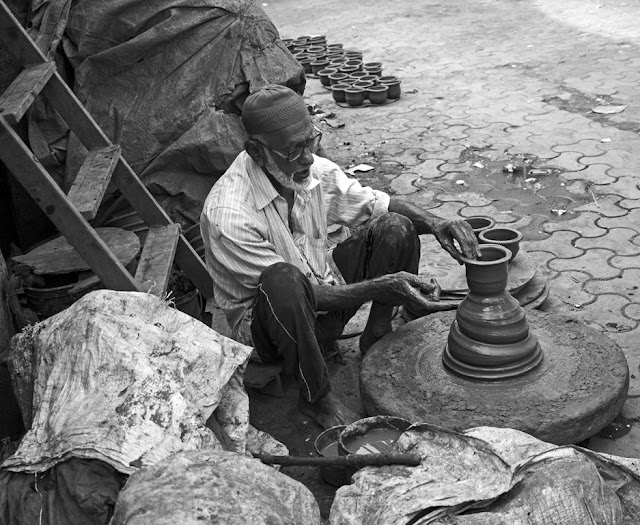 potter, monochrome, street, black and white weekend, monochrome monday, kumbharwada , dharavi, mumbai, india,