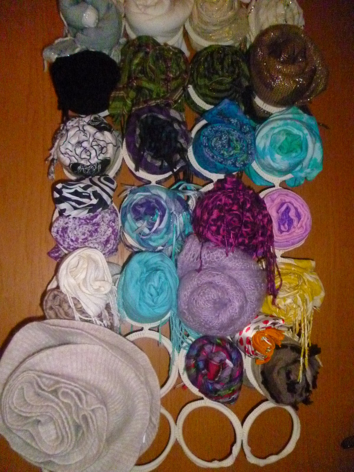 maha s gl cksblog scarf storage t cher aufbewahrung. Black Bedroom Furniture Sets. Home Design Ideas