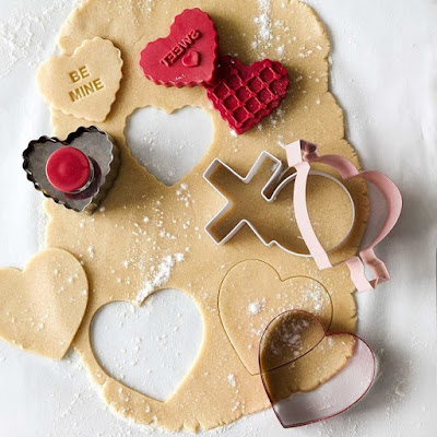 http://www.krisztinaclifton.com/2016/01/editors-picks-valentines-day-cookie.html