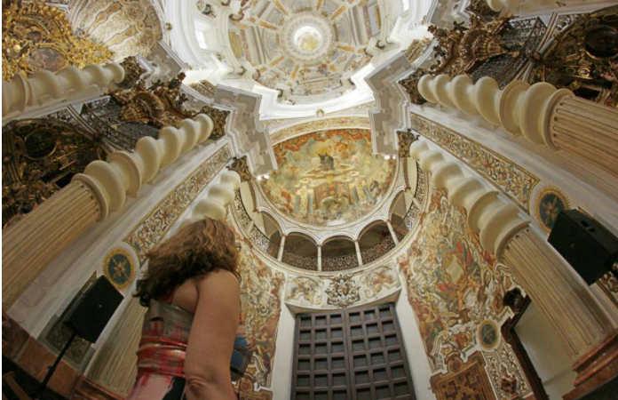 interior de la iglesia barroca San Luis de los Franceses, Sevilla