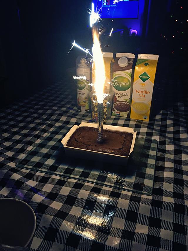 aftellen nieuwjaar 1800 toetjes met vuurwerk