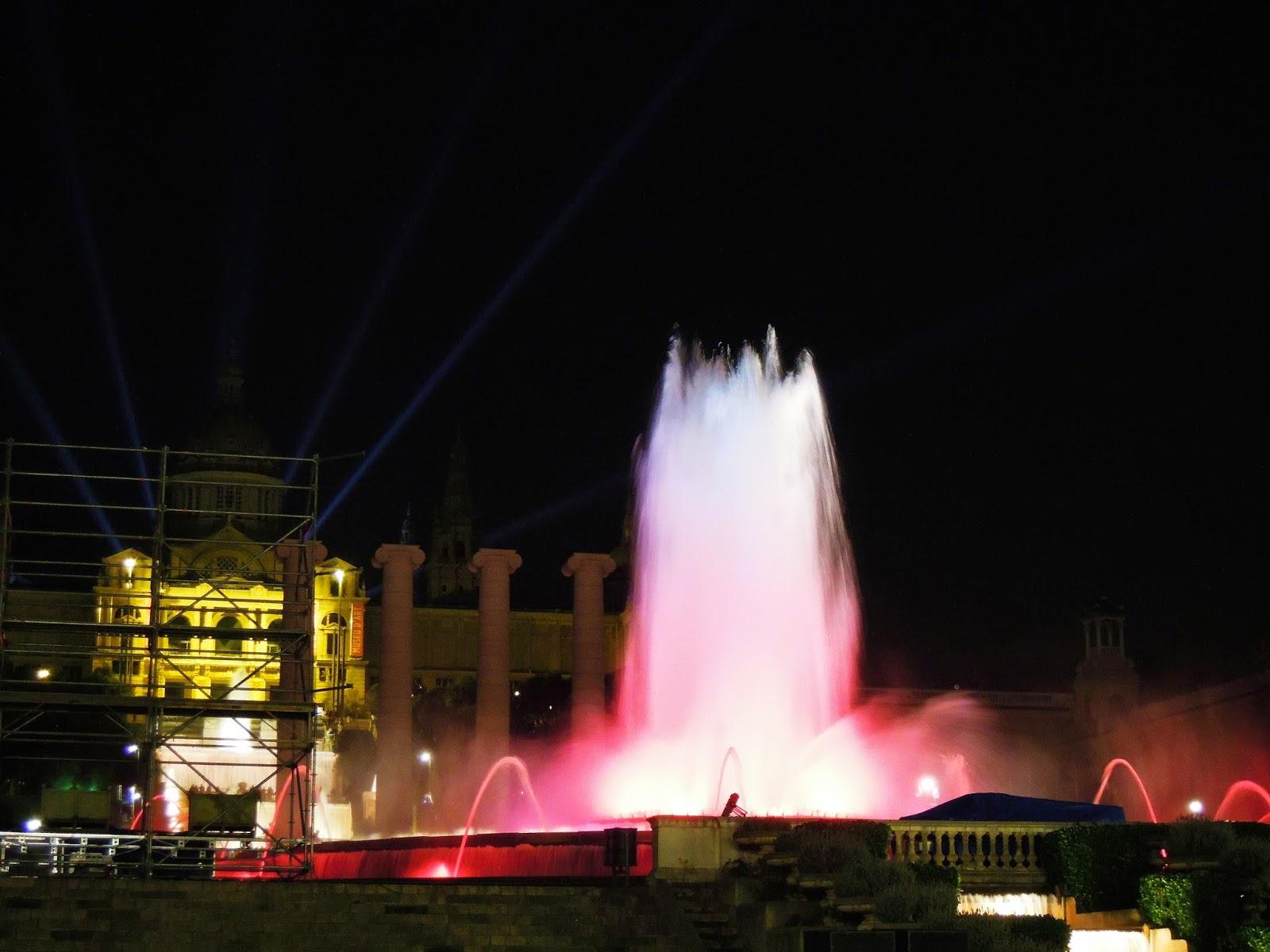 Lo spettacolo di luci e suoni delle fontane danzanti a Barcellona