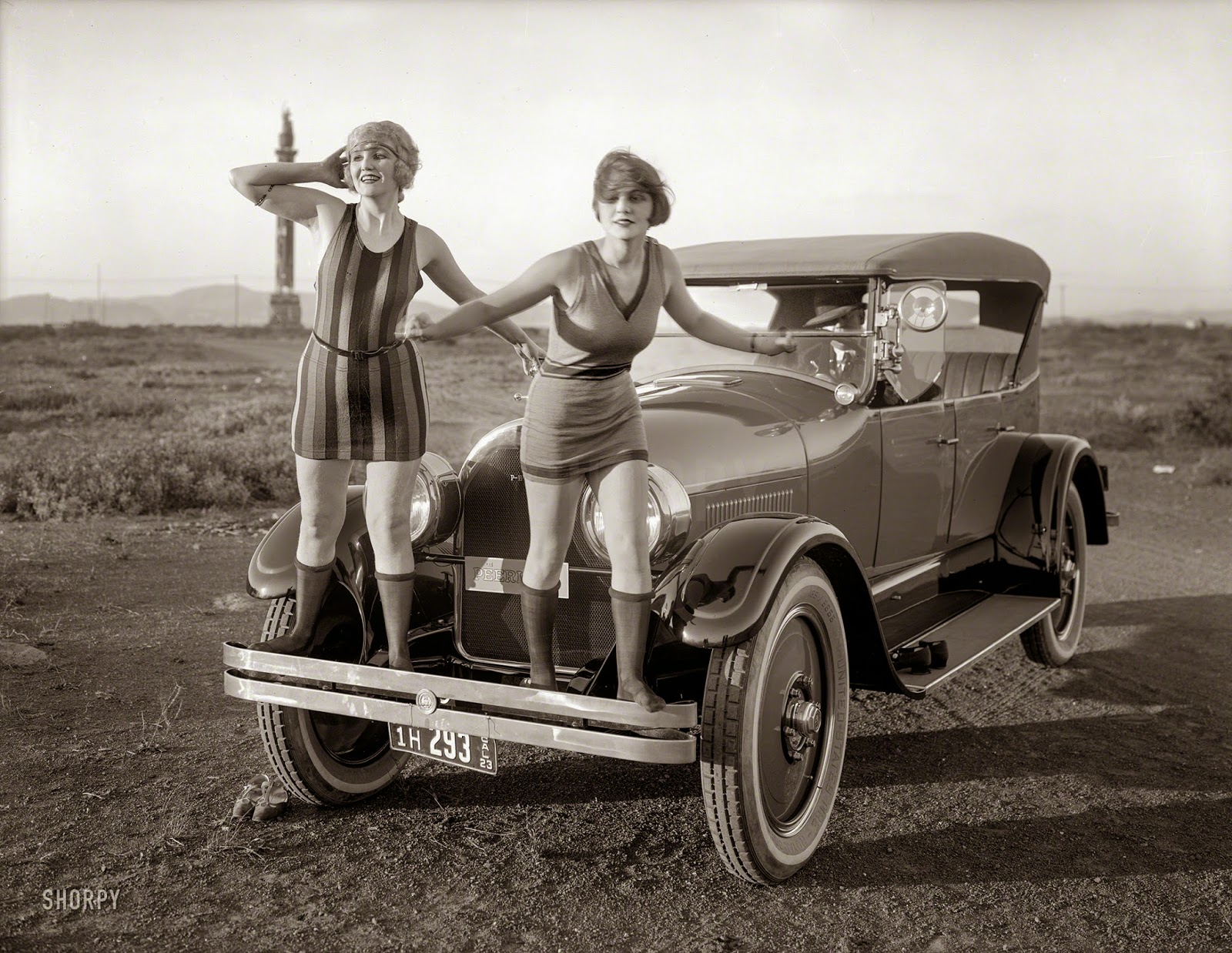 Two Beautiful Flappers In Front Of A Peerless Touring Car