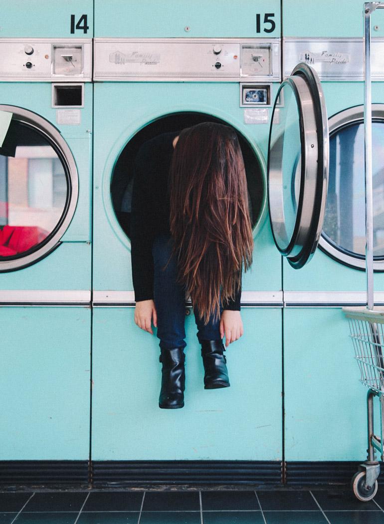tristeza-rutina-mujer-lavandería-blue-moday