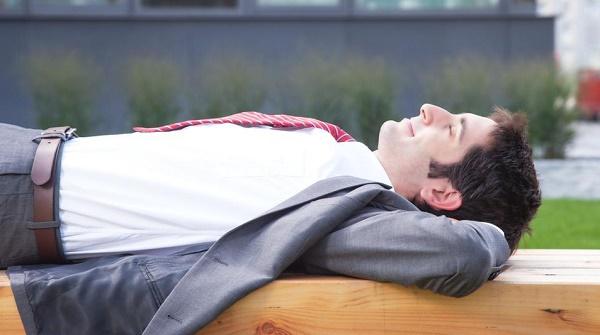 manfaat tidur siang saat puasa