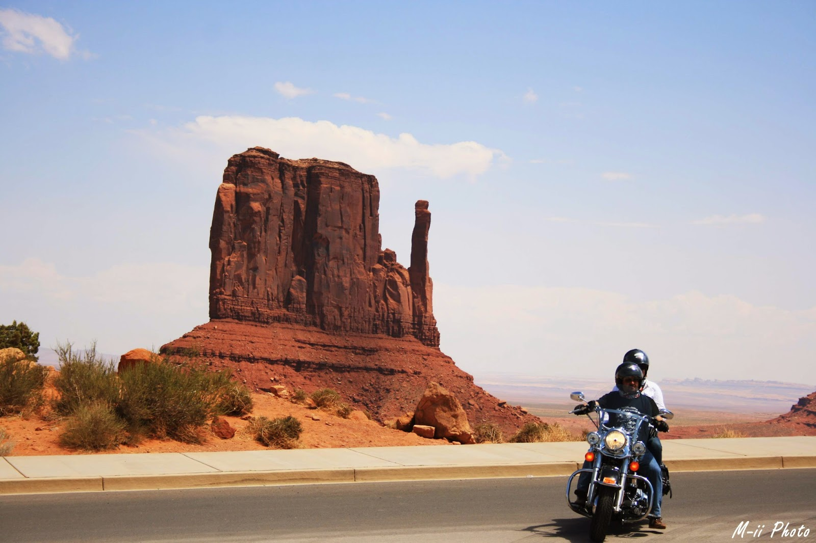 M-ii Photo: Monument Valley West Mitten Butte, la main gauche