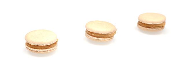 https://le-mercredi-c-est-patisserie.blogspot.com/2013/12/macarons-chocolat-blanc-et-nougatine.html