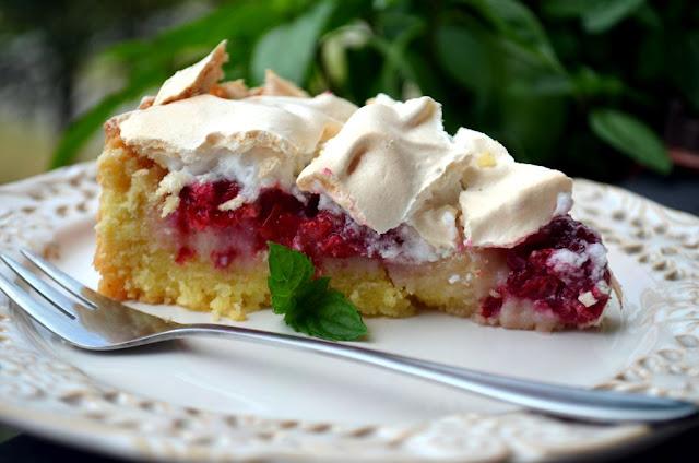kruche-z-malinami-i-bez%25C4%2585 Kruche ciasto z malinami i bezą