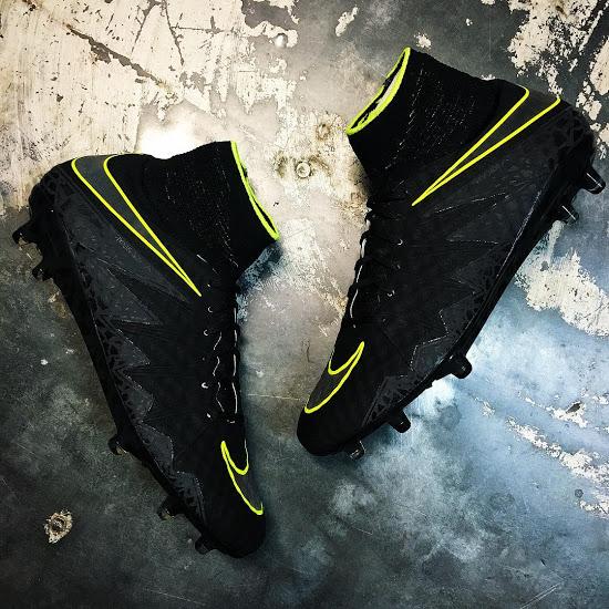 8ae2dd147165c Conjunto para ser usado por los gustos Robert Lewandowski y Riyad Mahrez  desde el inicio de la pretemporada, los negros Nike Hypervenom Phantom  2016-17 ...